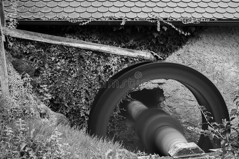 Spinnend waterwiel royalty-vrije stock afbeelding