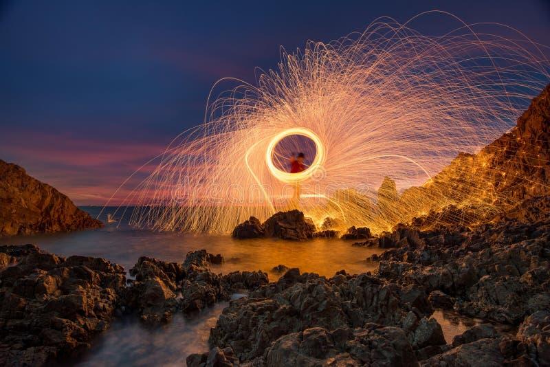 Spinnendes Feuer stockfotografie