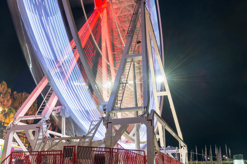 Spinnendes panoramisches Rad Ansicht nachts stockbilder