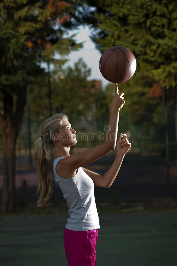 Free Spinning Basketball Stock Images - 15418304