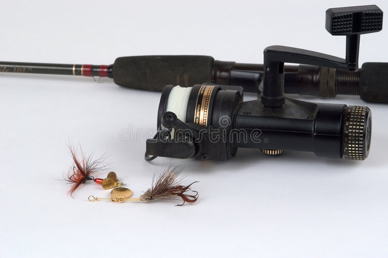 Spinning reel and lures