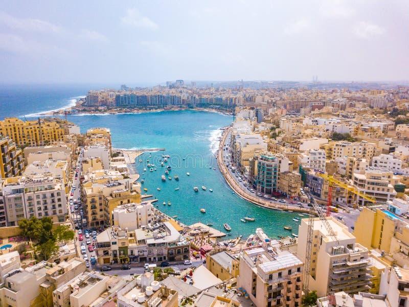 Spinola Bucht-, St.- Julians und Sliema-Stadt auf Malta lizenzfreie stockfotografie