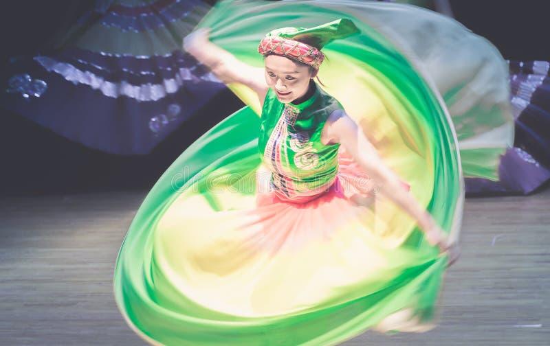 Spinowy tana dramata Axi Yi ludowy taniec zdjęcie stock