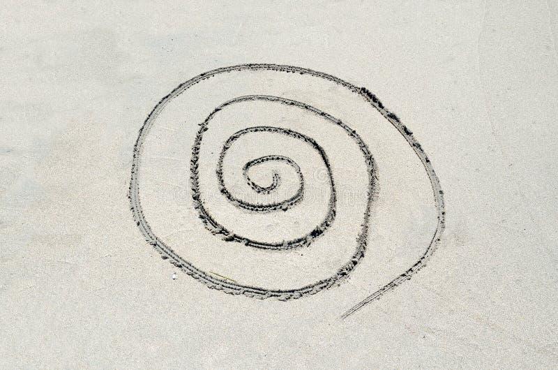 Spiraal in zand wordt getrokken dat royalty-vrije stock fotografie