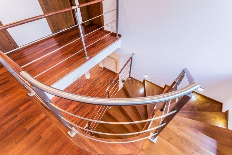 Spiraalvormige houten treden stock afbeeldingen