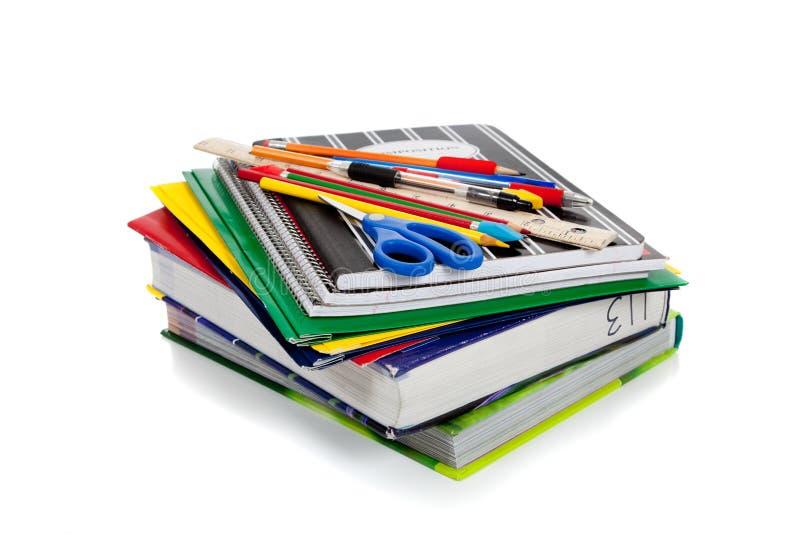 Spiraalvormige notitieboekjes met schoollevering op bovenkant royalty-vrije stock foto