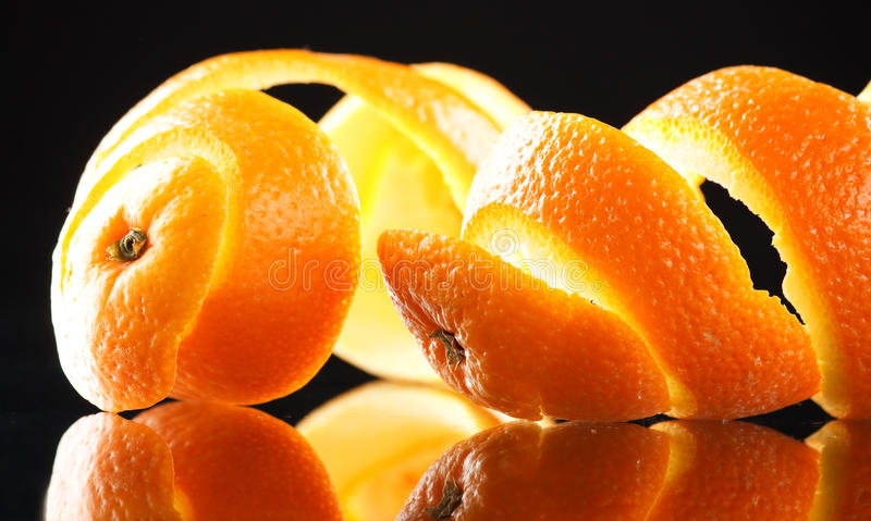 Spiraalvormige sinaasappelschil royalty-vrije stock foto