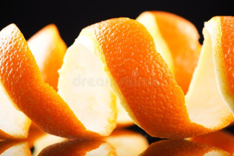 Spiraalvormige sinaasappelschil royalty-vrije stock fotografie