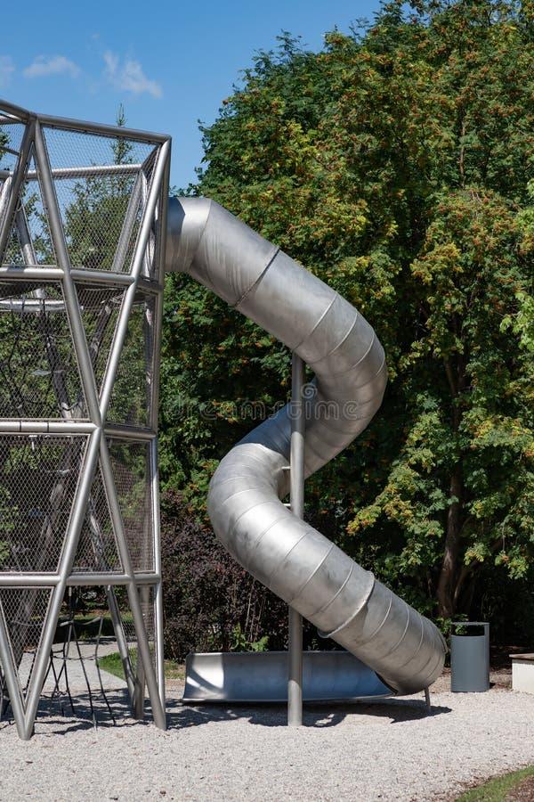 Spiral glidbana för metall för barn arkivfoton