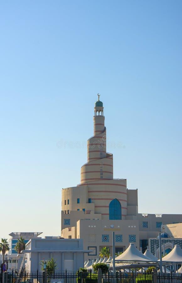Spiral moské av den islamiska mitten i Doha Qatar royaltyfri bild