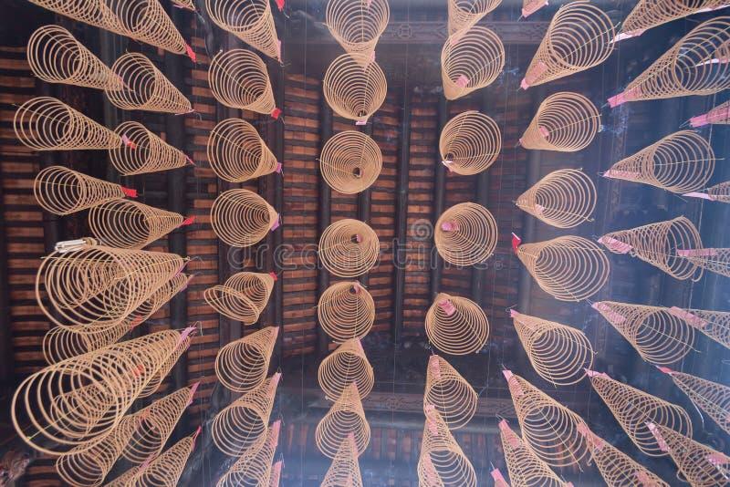 Spiral rökelse på den Thien Hau templet i Ho Chi Minh City, Vietnam fotografering för bildbyråer