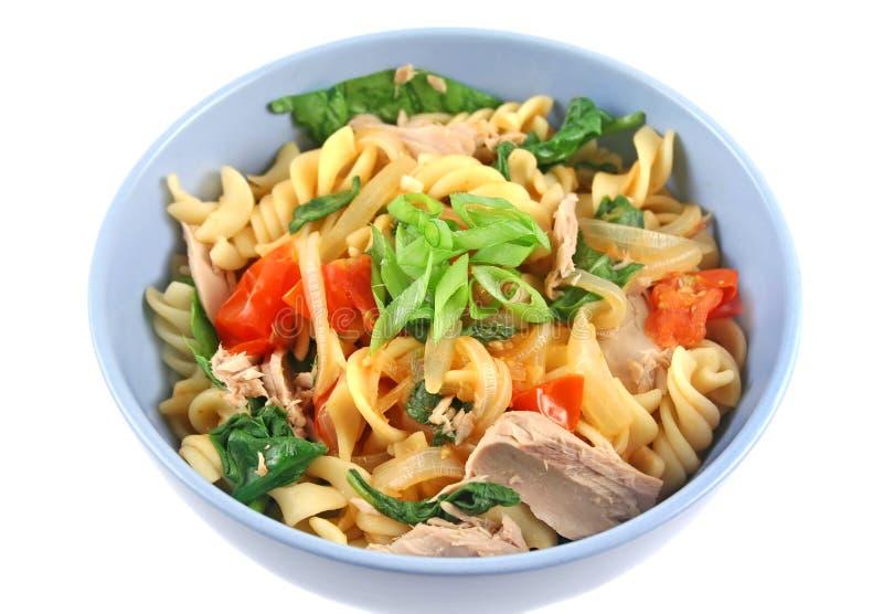 spiral tonfisk för pasta fotografering för bildbyråer