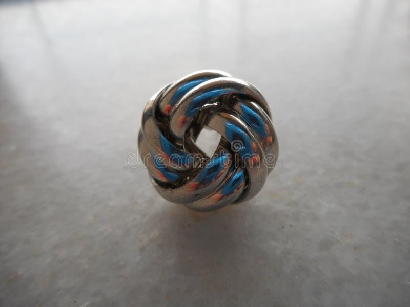 Spirala rostfritt stålörhängen arkivbilder