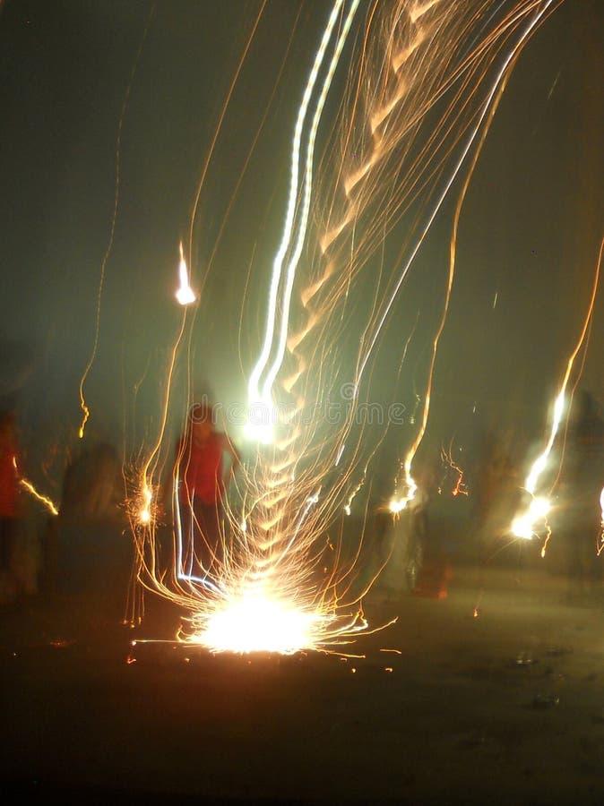Spirale del fuoco d'artificio fotografie stock