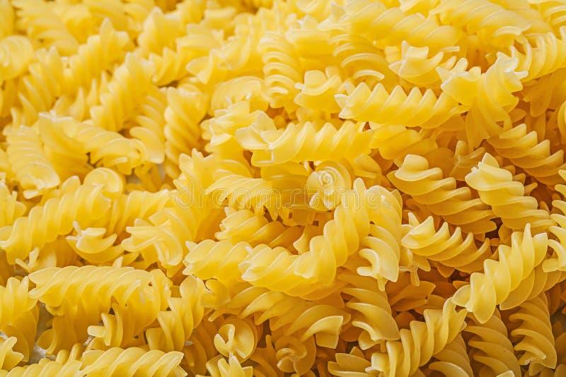 Spiralt rått pastabakgrundsmat och drinkbegrepp royaltyfria foton