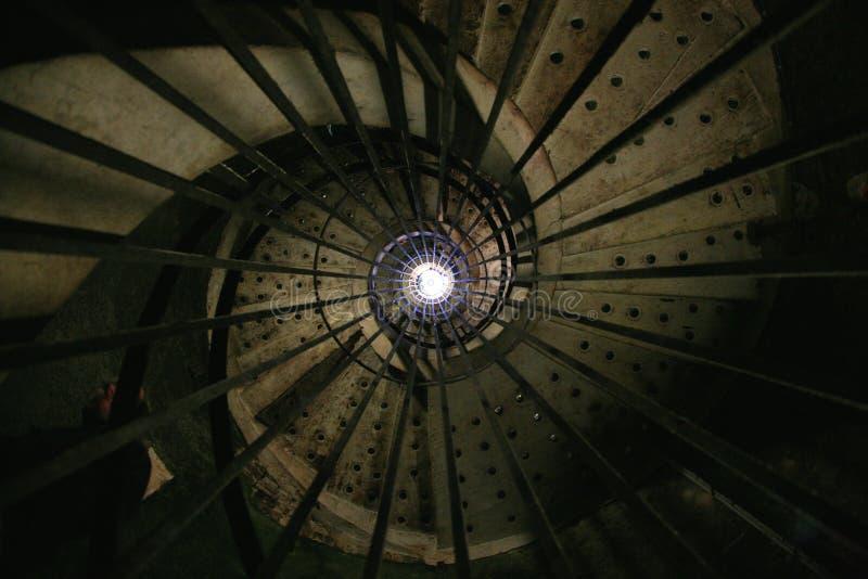 spiralt trappuppgångstål royaltyfri bild