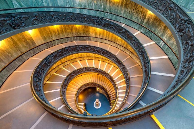 Spiraltrappuppgång i Vaticanen arkivfoton