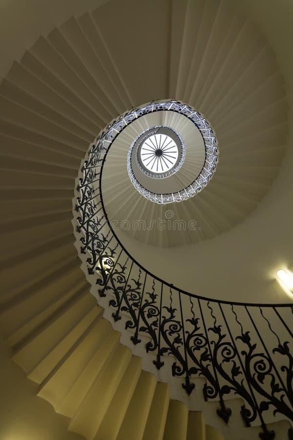 Spiraltrappuppgången i drottningens hus, UK royaltyfri bild