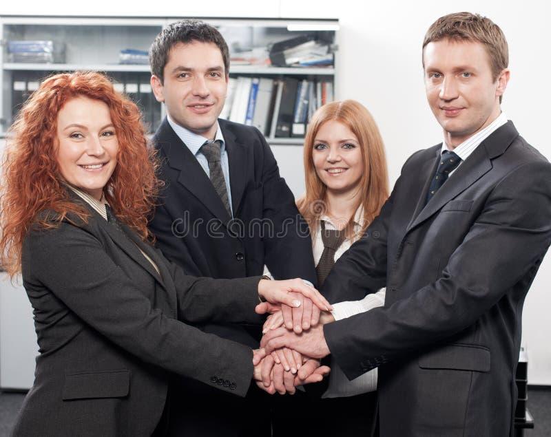 Spirito di squadra espresso della squadra in ufficio fotografie stock libere da diritti