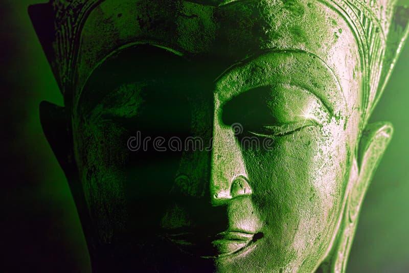 Spiritual-upplysning Strålning av grönt budgetansikte Bild med fetstil arkivbilder