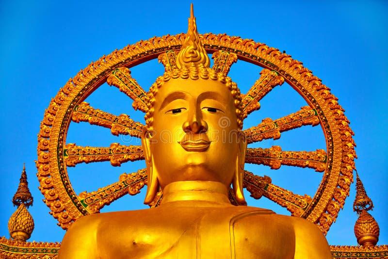 spirituality Goldener Buddha, Wat Phra Yai Temple, Thailand Reli lizenzfreie stockbilder