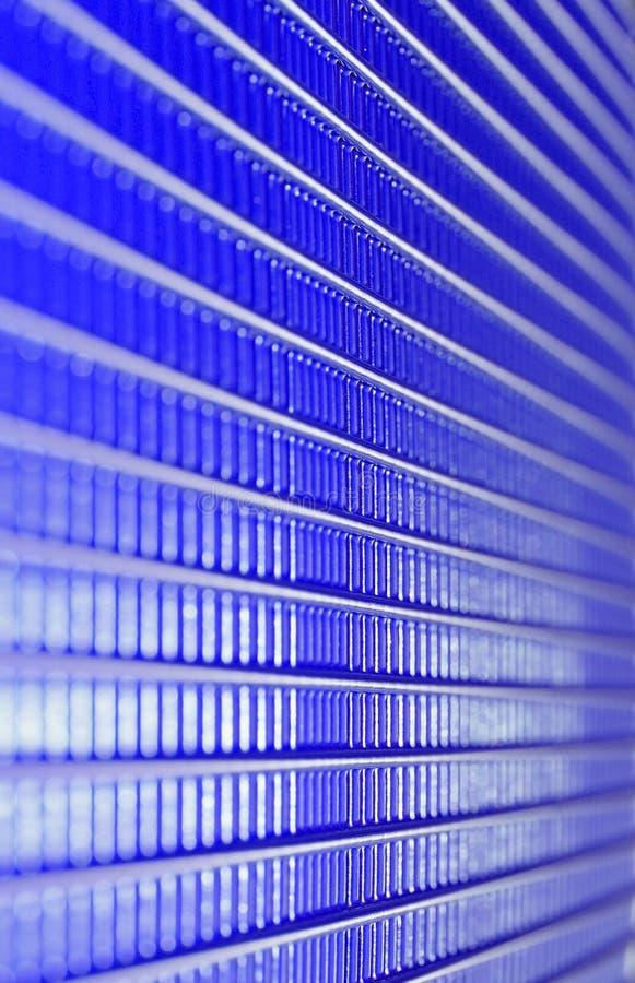 spiry linjer, blåttmetallraster arkivfoton