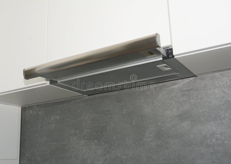 Spishuv Modern fan för luftexhausterkök eller områdehuv Rostfritt stållampglashuv Öhuv arkivfoto