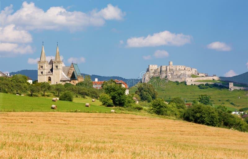 Spisska Kapitula - la cattedrale di St Martins e i riuns gotici di Spissky fortificano fotografie stock libere da diritti