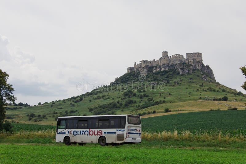 Spisske Podhradie, Eslováquia, 6o Em julho de 2018 Eurobus imagem de stock