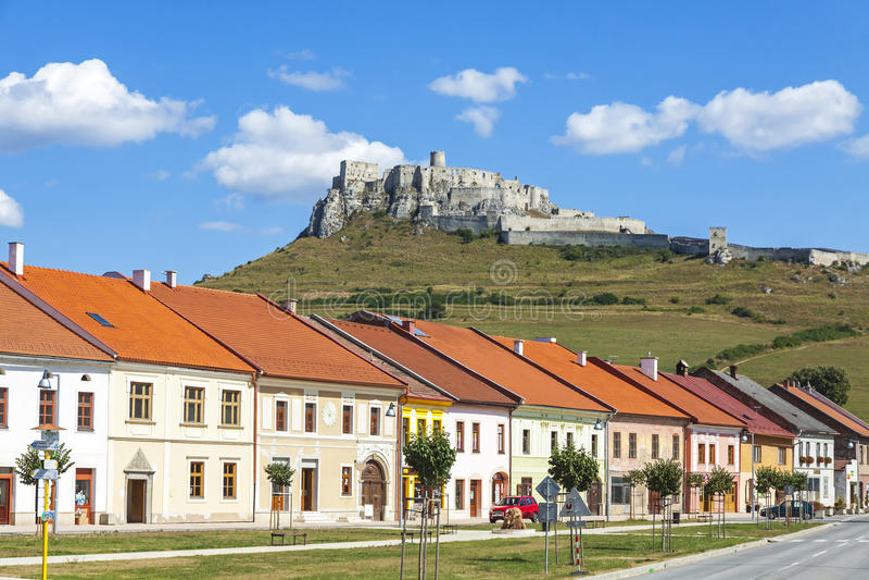 Spisske Podhradie miasteczko i Spisu Spissky Grodowy hrad, Sistani fotografia stock