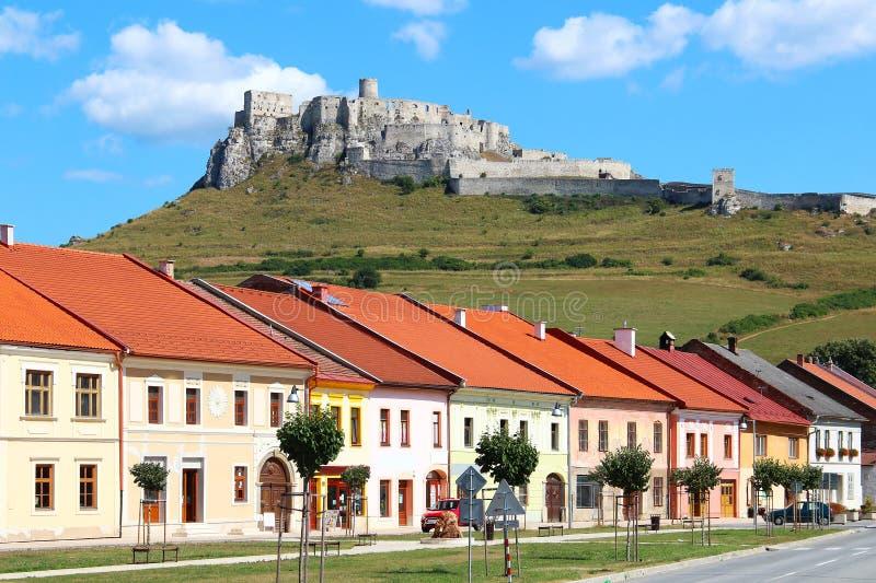 Spisske Podhradie och Spis slott, Slovakien royaltyfria foton