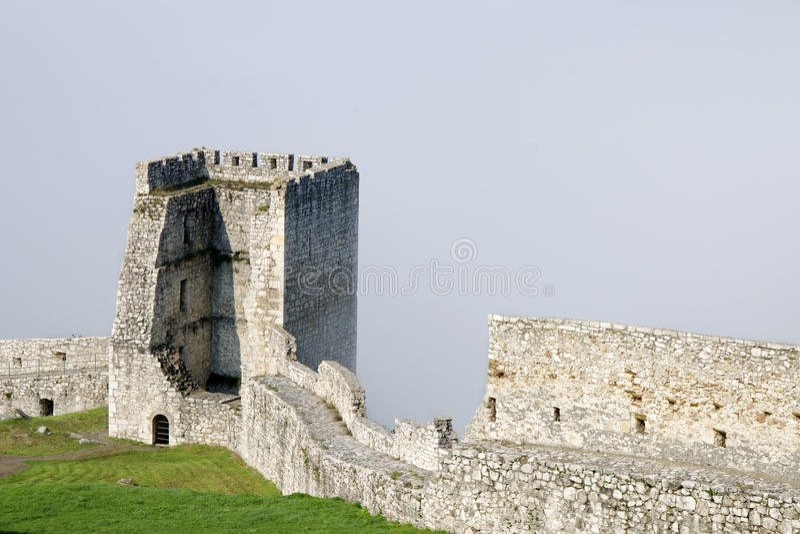 Spissky Hrad slott royaltyfri foto