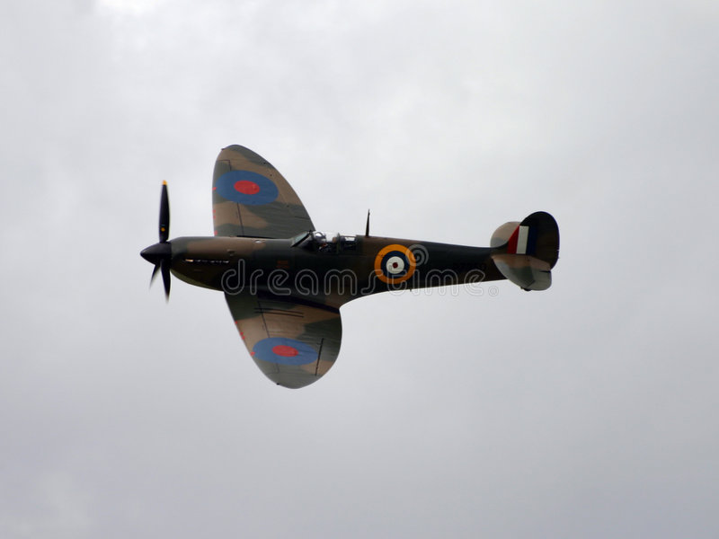 Download Spitfire image stock. Image du ciel, guerre, warplane, propulseur - 57219