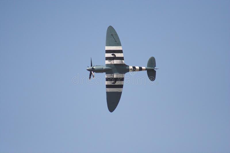 Spitfire durante il volo immagine stock