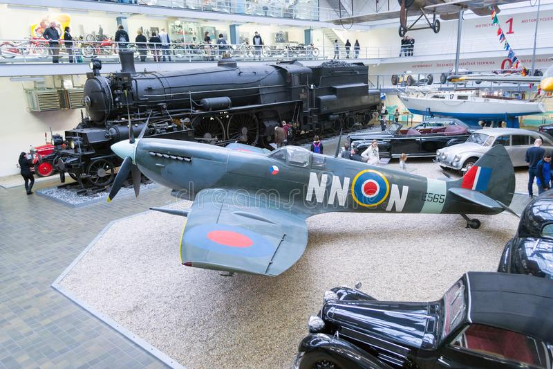 Spitfire LF Mk IXe s 89, TE565/NN-N, национальный технический музей, Прага, чехия стоковое фото