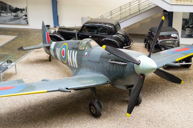 Spitfire LF Mk IXe s 89, TE565/NN-N, национальный технический музей, Прага, чехия стоковые фото