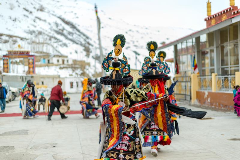 Spiti, Himachal Pradesh, India - 24 marzo 2019: Lama Mask Dance tradizionale immagine stock libera da diritti