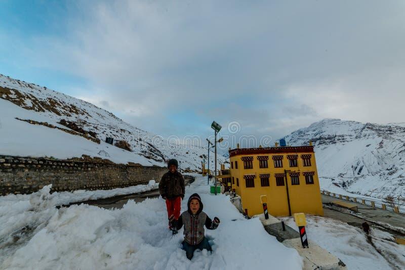 Spiti Himachal Pradesh, Indien - mars 24, 2019: Foto av den Dhankar kloster royaltyfri foto