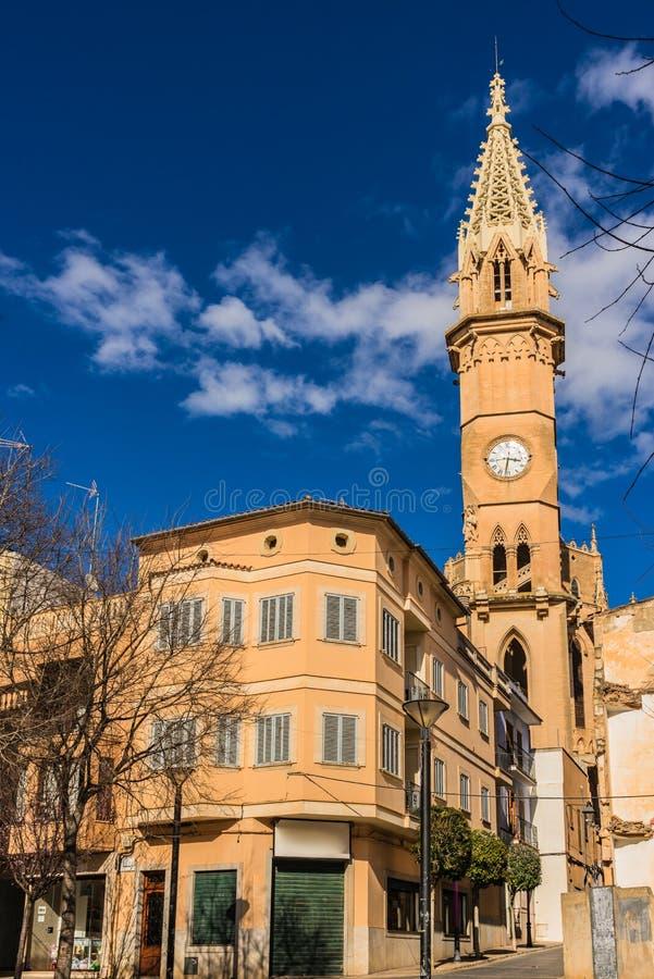 Spits van kerk in Manacor op Majorca-eiland, Spanje stock afbeelding