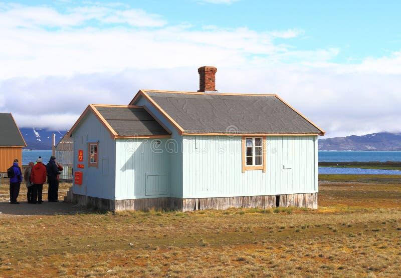 Spitsbergen: La oficina de correos más situada más al norte del ` s de Europa fotografía de archivo