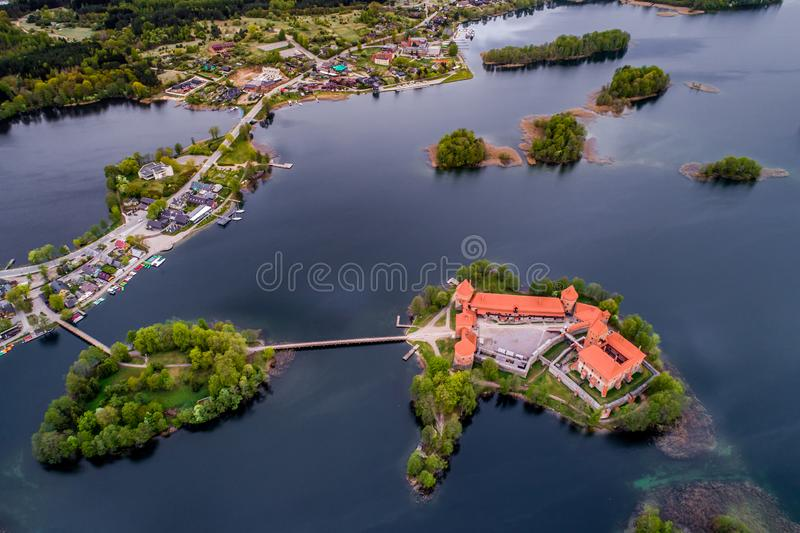 Spitze besichtigte litauische Plätze, Trakai, Luftfoto lizenzfreie stockfotos