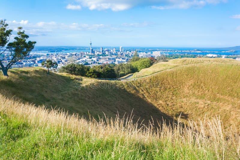 Spitze des Berg-Eden-Vulkans mit erstaunlicher Ansicht von Auckland stockfoto