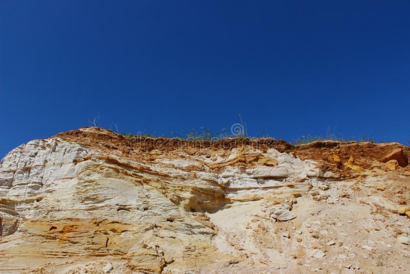 Spitze des Berges ?ber blauer Himmel-Hintergrund Eine sch?ne Gebirgsszene lizenzfreie stockbilder
