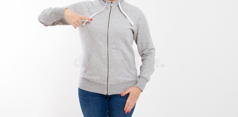 Spitze Frau des Lächelns in graues geerntetem Bild Pullover Hoodie Modell lizenzfreie stockbilder