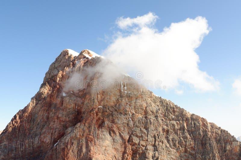 Spitze und Wolke stockfotos