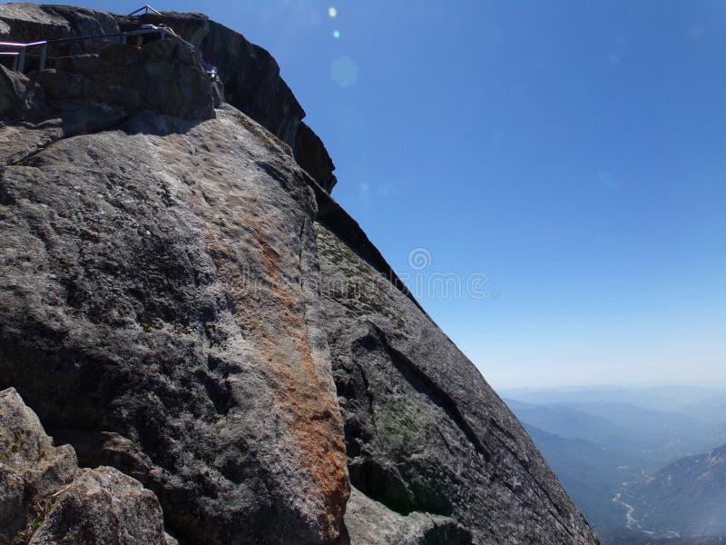 Spitze von Moro Rock und von seiner Felsenbeschaffenheit - Mammutbaum-Nationalpark, Kalifornien, Vereinigte Staaten lizenzfreies stockfoto