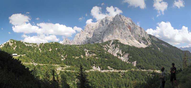 Spitze von Prisojnik über Vrsic Durchlauf stockfotos
