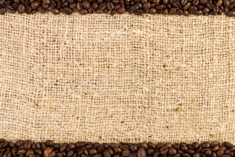 Spitzen- und unterer Kaffeerahmen auf Jutefasertasche stockbild