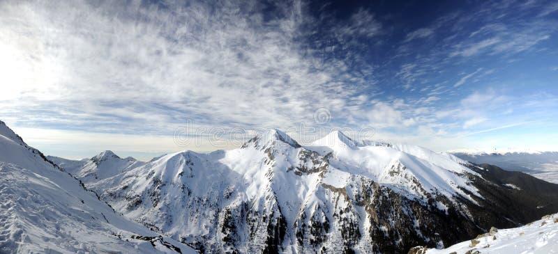 Spitzen Vihren und Kutelo im Pirin Berg lizenzfreie stockbilder
