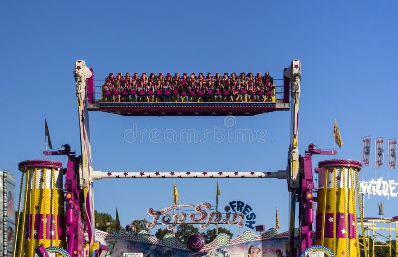 Spitzendrehbeschleunigungsfahrt bei Oktoberfest in München, Deutschland, 2015 stockfotos